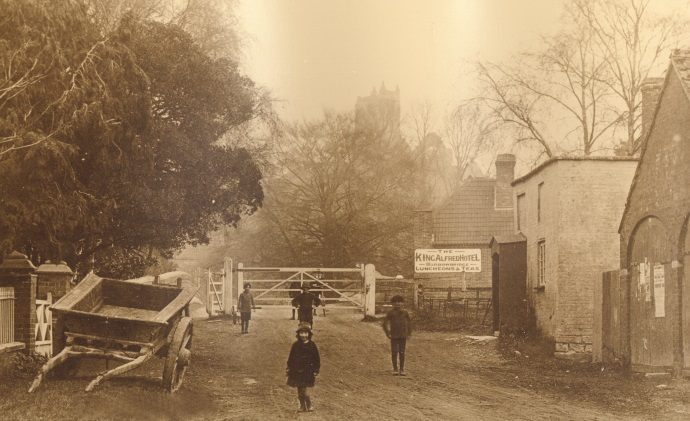 Old pic of bridge and toll house